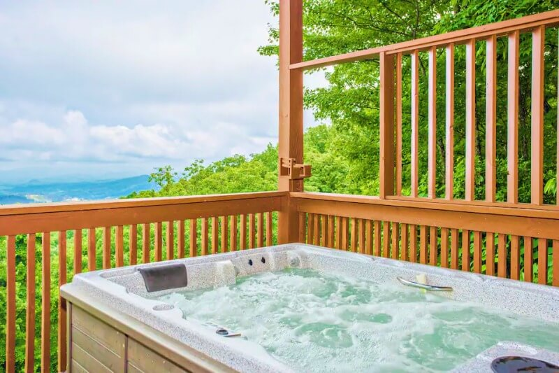 Elevated Chalet Airbnb Gatlinburg Tennessee_Great Smoky Mountains National Park