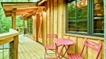 Swing Seat Treehouse Airbnb Gatlinburg Tennessee_Great Smoky Mountains National Park