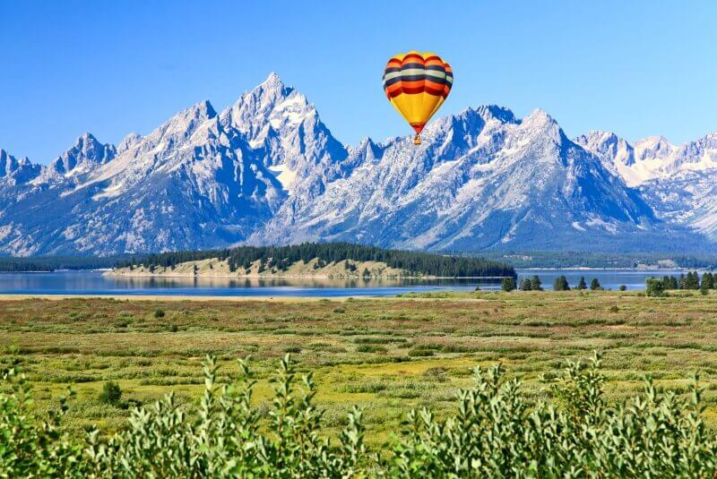 Wondering-what-to-do-in-Teton-National-Park-Hot-Air-balloon-over-Grand-Teton-National-Park