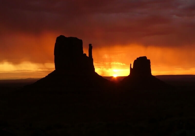 sunrise-Monument-Valley